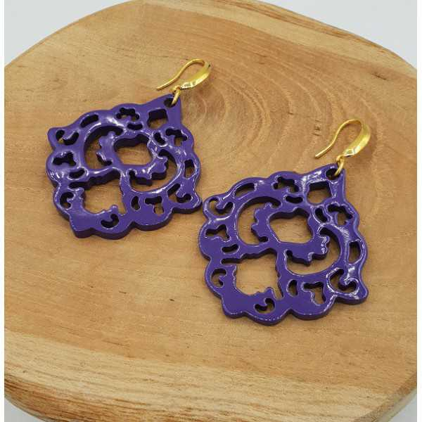 Earrings with purple lacquered buffalo horn