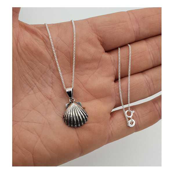 Zilveren ketting met schelp hanger