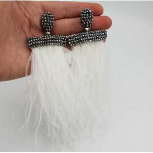 Quaste Ohrringe mit weißen Federn und silbernen Kristallen