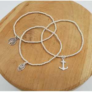 Zilveren armband met zilveren kraaltjes en bedel