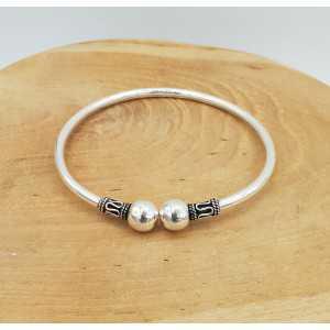 Zilveren armband / bangle met twee bollen
