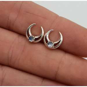 Zilveren oorknopjes halve maan met regenboog Maansteen