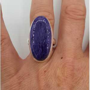 Zilveren ring gezet met ovale Charoiet 17.5 mm