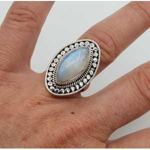 Zilveren ring gezet met marquise regenboog Maansteen 17.3 mm