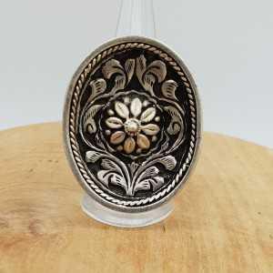 Zilveren ring met grote ovale bewerkte kop verstelbaar