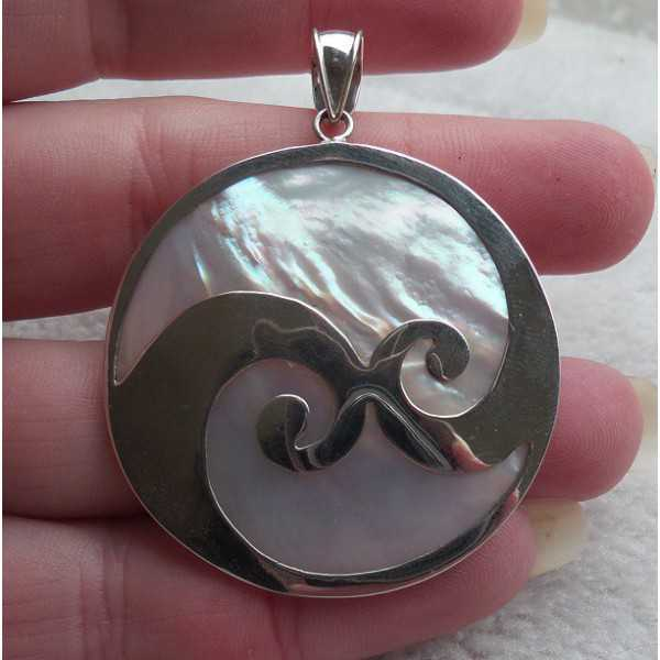 Silver pendant set with large round mother-of-Pearl