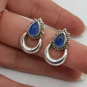 Silver moon oorknoppen set with blue Chalcedony