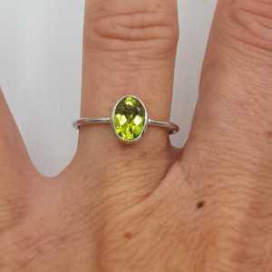 Zilveren ring met ovale Peridot 17 mm