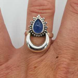 Zilveren maan ring gezet met blauw Chalcedoon