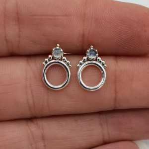 Zilveren open cirkel oorknopjes gezet met Maansteen
