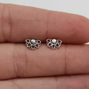 Zilveren halve bloem mandala oorknopjes