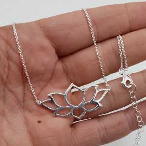 Zilveren ketting met grote Lotus hanger
