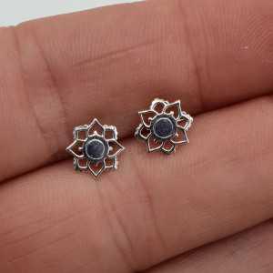 Zilveren mandala bloem oorknopjes
