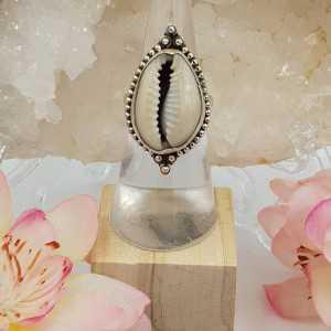 Zilveren ring met Cowrie schelp 17 mm