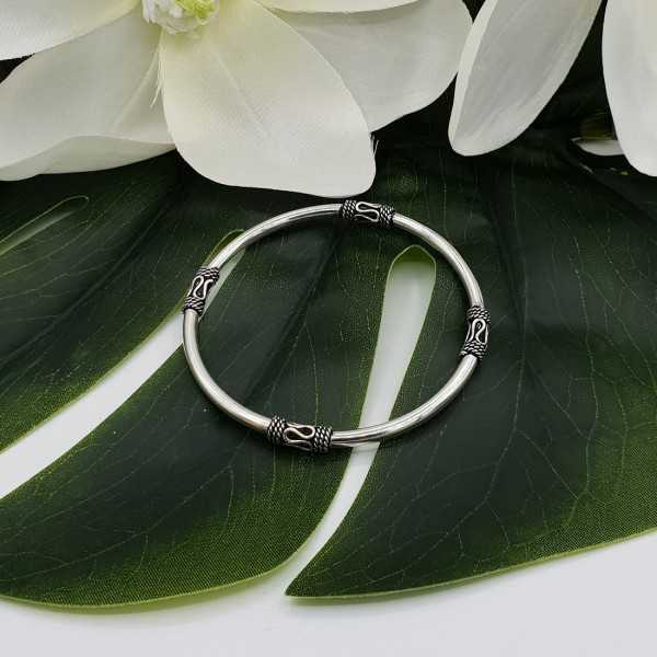 Silver round bali style bracelet