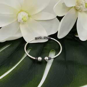 Zilveren bali stijl armband / bangle met bollen