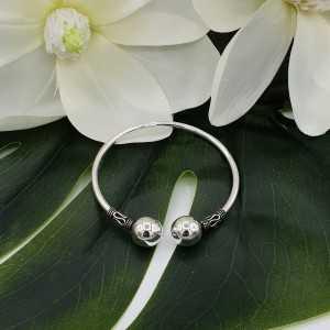 Zilveren armband / bangle bali stijl twee grote bollen