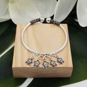 Zilveren armband / bangle met schildpadjes