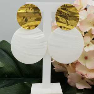 Goud vergulde oorbellen met grote ronde Parelmoer