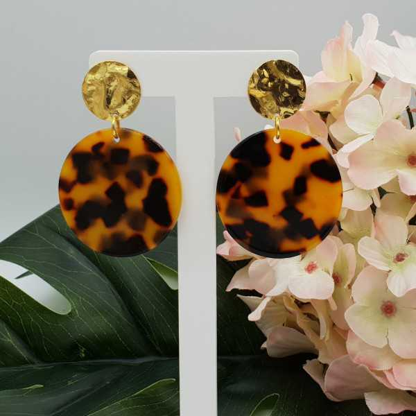 Gold plated earrings with round resin pendant