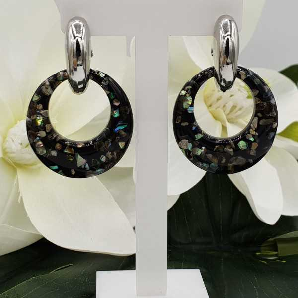 Creoles with round resin pendant with pieces of shell