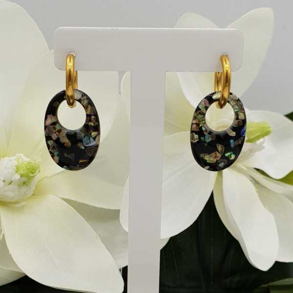 Creoles with small oval resin pendant with pieces of shell
