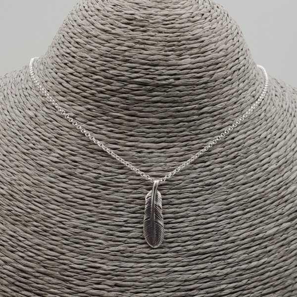 Zilveren ketting met veer hanger