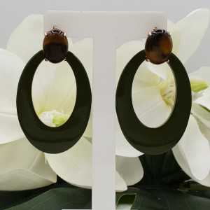 Rosé gold-plated oorknoppen with tiger eye and dark green lacquered buffalo horn pendant