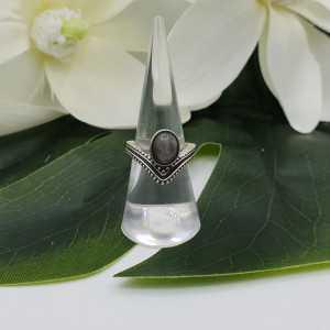 Zilveren V shape ring gezet met Labradoriet 16.5 mm