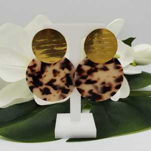 Goud vergulde oorbellen met grote ronde resin hanger