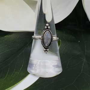 Zilveren ring gezet met marquise regenboog Maansteen