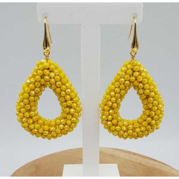 Goud vergulde oorbellen met open druppel van gele kristallen
