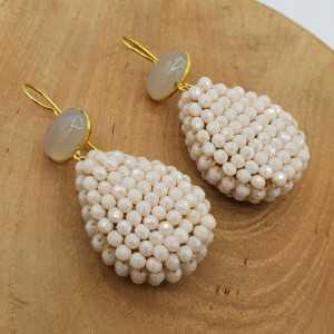 Goud vergulde oorbellen met grijze Chalcedoon en druppel van ivoor kleurige kristallen