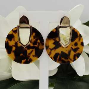 Goud kleurige oorbellen met ronde resin hanger