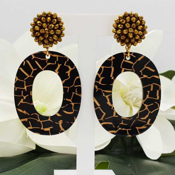 Goldfarbende Ohrringe mit Anhänger aus Harz