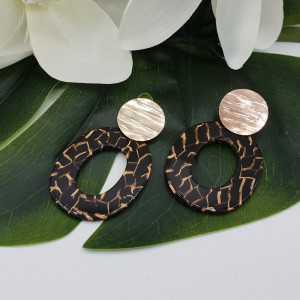 Rosé goud vergulde oorbellen met resin hanger