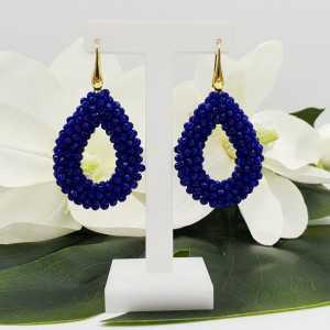 Goud vergulde braam glassberry oorbellen met open druppel blauwe kristallen