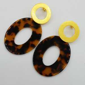 Goud vergulde oorbellen met ovale schildpad resin hanger
