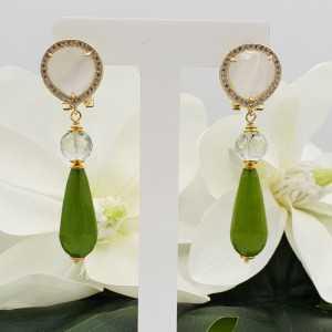 Gouden oorbellen met witte Kattenoog groene Amethist en Jade