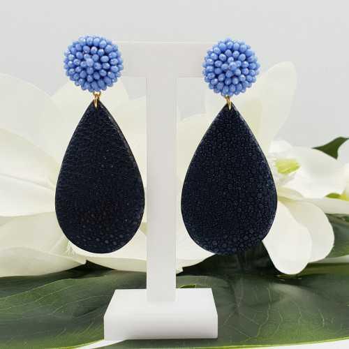 Goud vergulde oorbellen met blauwe kristallen en blauw Roggenleer
