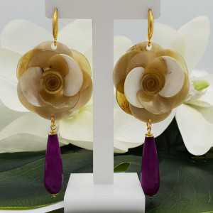 Gold plated earrings with flower of buffalo horn and fuchsia pink Jade