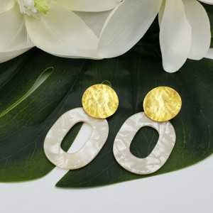 Earrings with marble white resin pendant