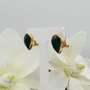 Goud vergulde oorknoppen gezet met groene Onyx