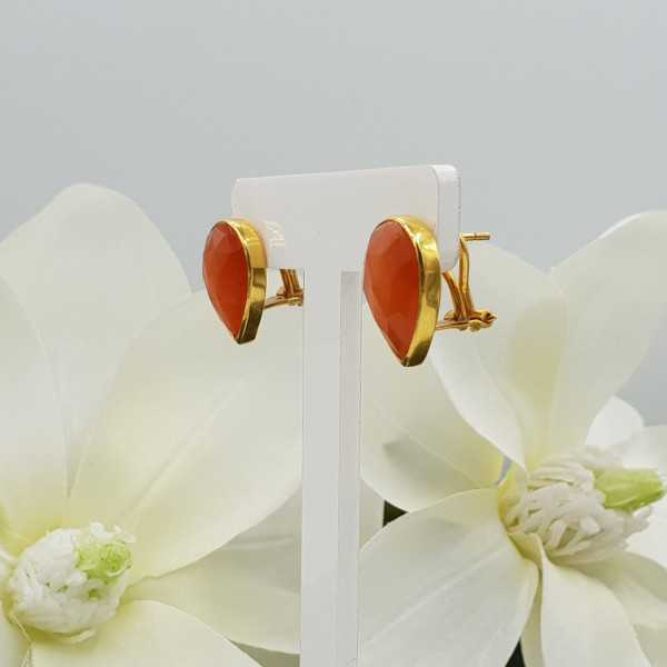 Gold plated oorknoppen set with orange cats eye