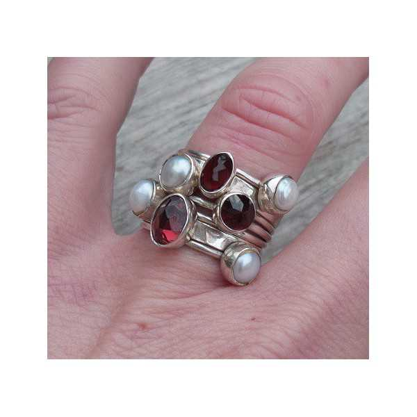 Silver rings set with Garnet and Pearls 15.7 mm