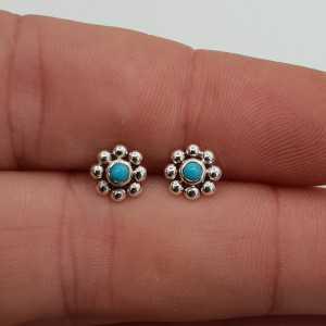 Zilveren oorknopjes bloem met kleine ronde Turkoois