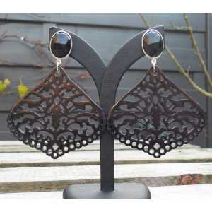 Zilveren oorbellen met facet Onyx en uitgesneden Buffelhoorn