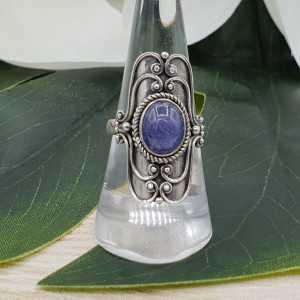 Zilveren ring gezet met ovale cabochon Tanzaniet