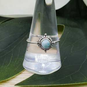 Zilveren ring gezet met kleine ronde Larimar 18.5 mm