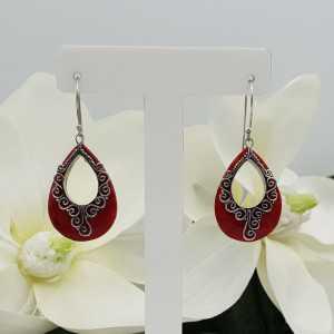 Silber-Ohrringe mit silbernen geschnitzten Korallen-Tropfen